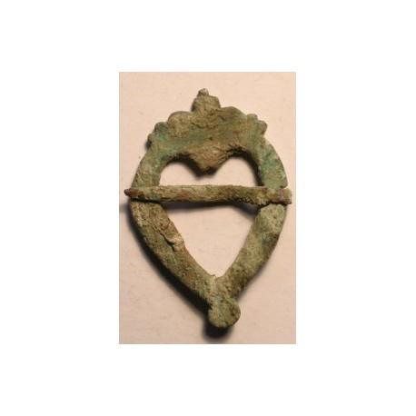 Średniowieczna klamerka z brązu.