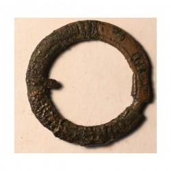 Średniowieczna klamerka z brązu